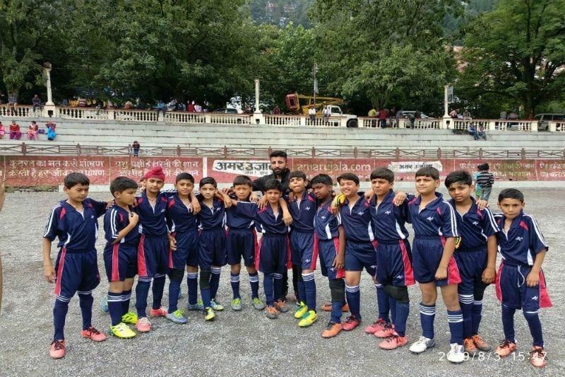 Woodbridge School's 4'9'' Football Team